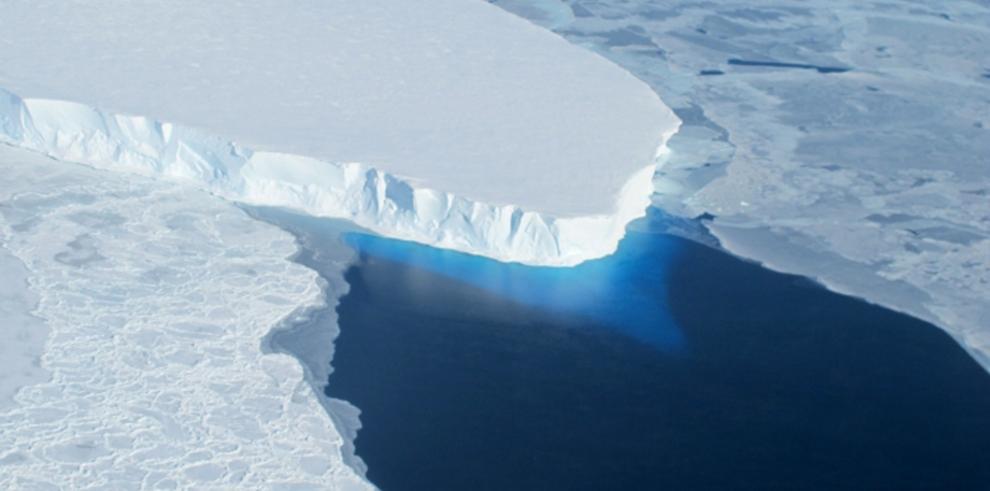 La Antártida presenta derretimiento acelerado, según estudios