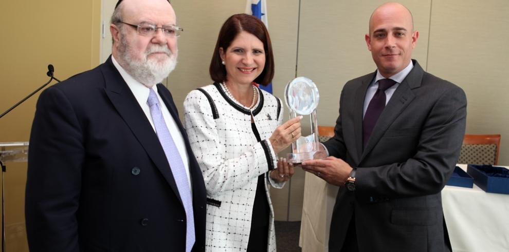 Nombran premio internacional sobre autismoen honor a Marta de Martinelli