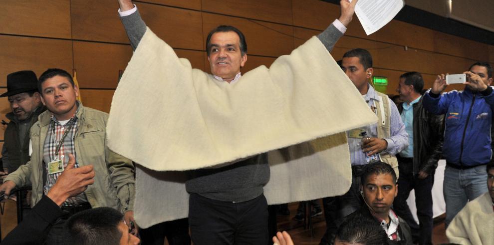 Santos y Zuluaga cierran campañas para reñido balotaje en Colombia