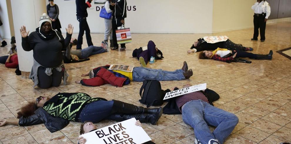 Cierran centro comercial por protestas en Ferguson