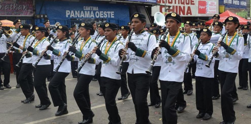 66 delegaciones en desfile del domingo