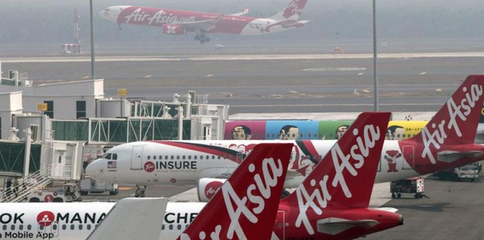 Singapur se une a búsqueda de avión de AirAsia perdido con 162 personas
