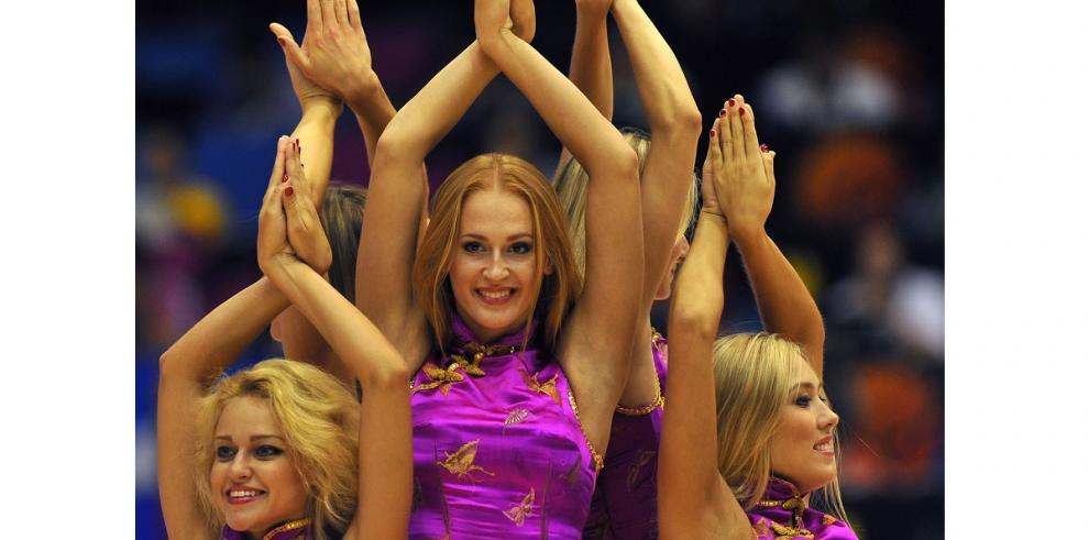 Hermosas porristas colocan la alegría en Mundial de Fiba