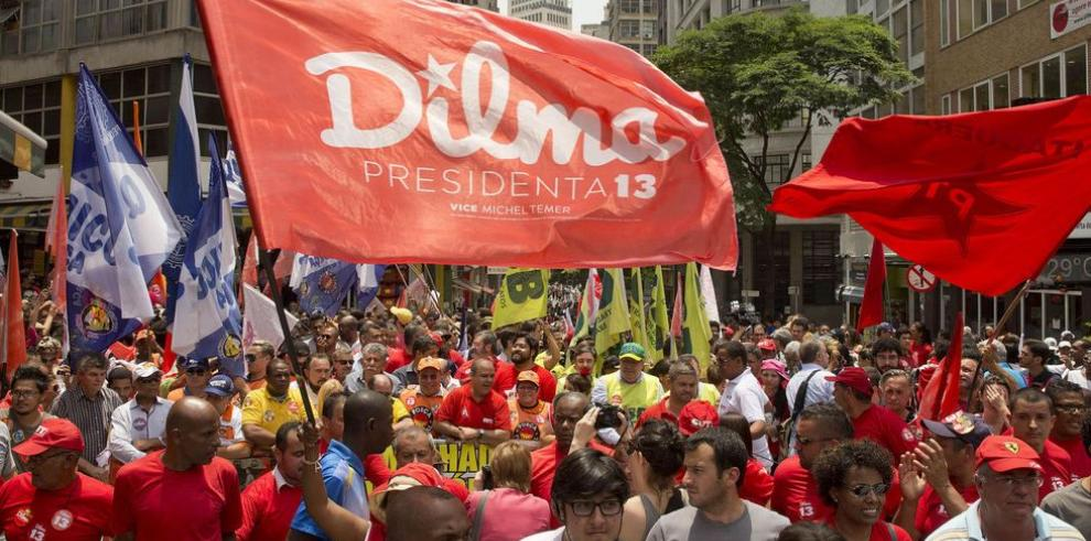 Rousseff vuelve al puesto de favorita