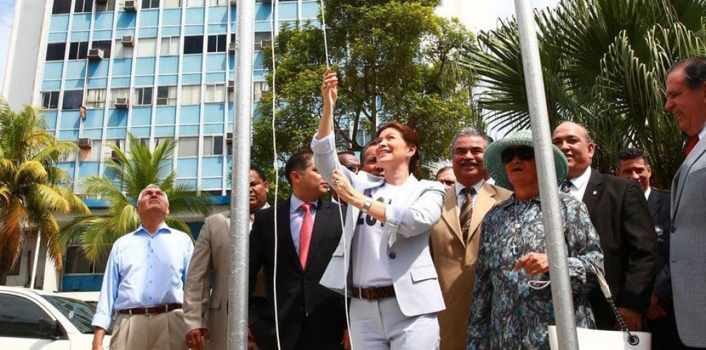 Ana Matilde Gómez izó su bandera de independiente
