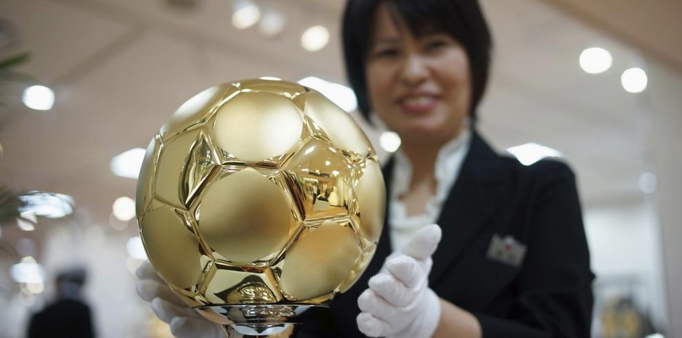 Ponen a la venta en Japón un balón de oro