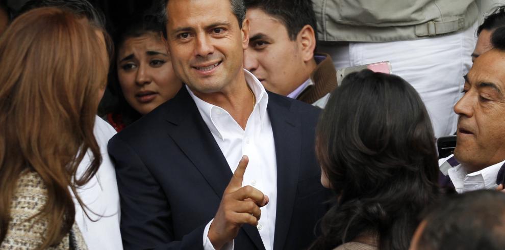 Peña Nieto pide a la selección mexicana jugar con soltura