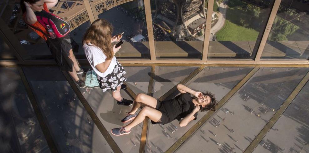 Torre Eiffel se renueva con un suelo de vidrio que da vértigo
