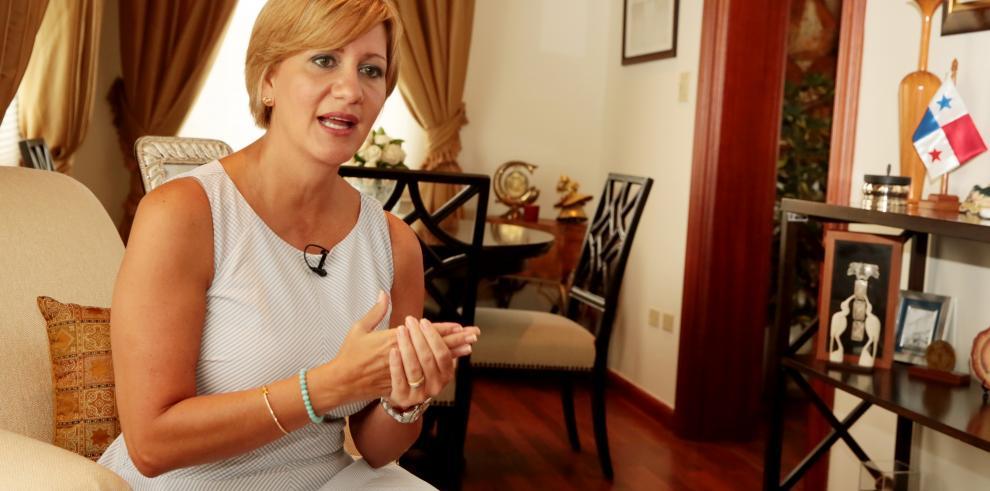 Primera dama Lorena Castillo, viaja a la República de China (Taiwán)