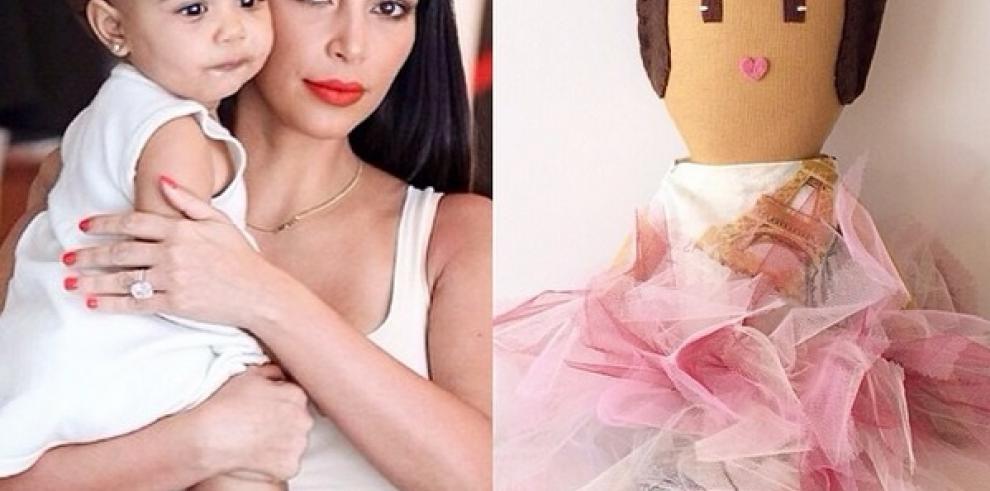La hija de Kim Kardashian tiene muñecos con la imagen de sus padres