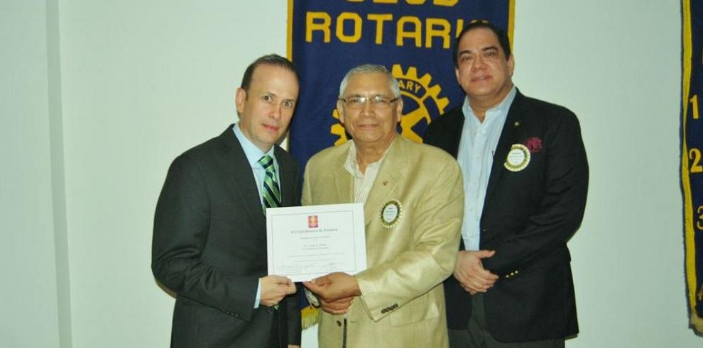 Rotarios reciben a viceministro