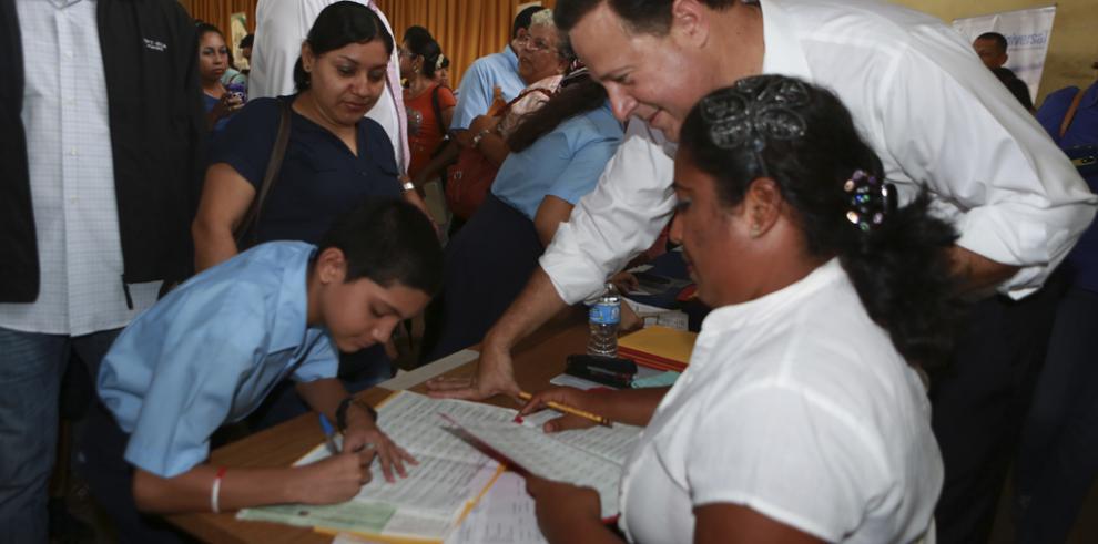 Presidente Varela inicia primer pago del aumento de la Beca Universal