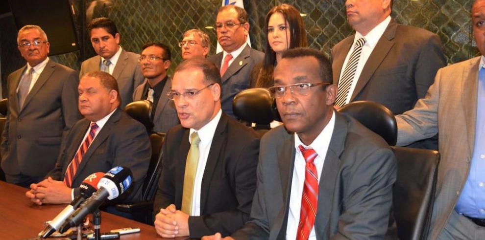 Reunión de diputados del PRD con el presidente Varela aviva la crisis interna