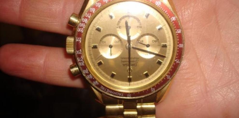 Decomisan a italiano lujosos relojes de contrabando en Panamá