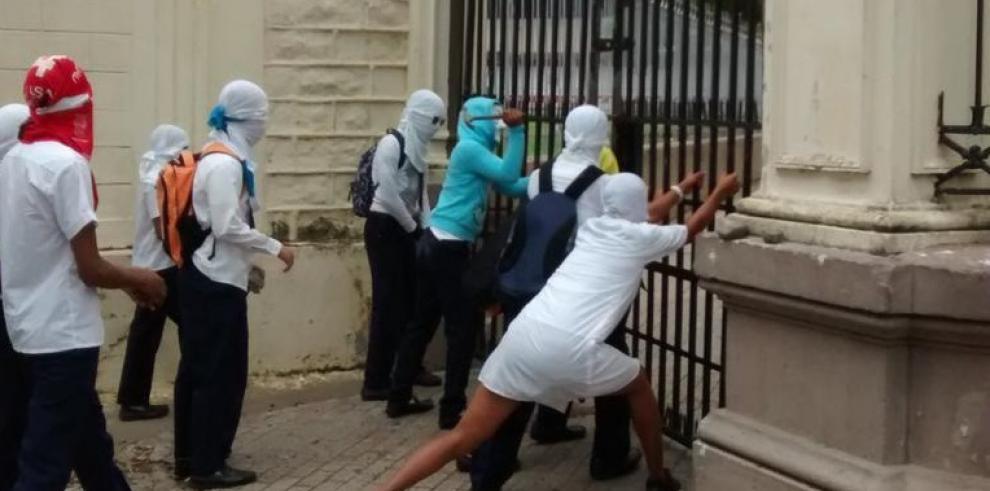 Estudiantes del Instituto Nacional protestan hoy lunes