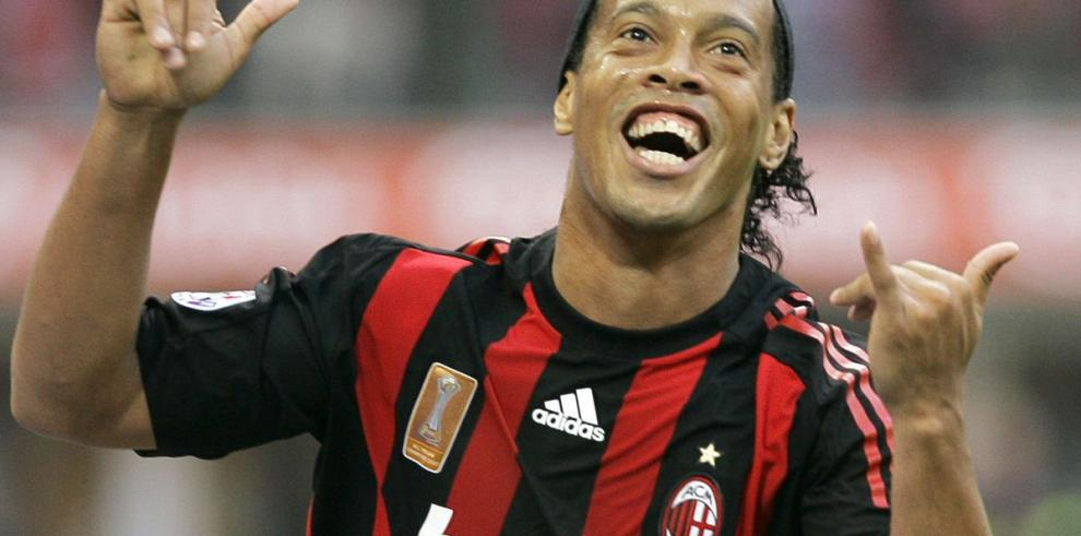 Ronaldinho negocia con el Queretaro