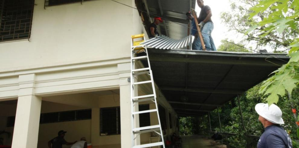 Reparan viviendas afectadas por vientos