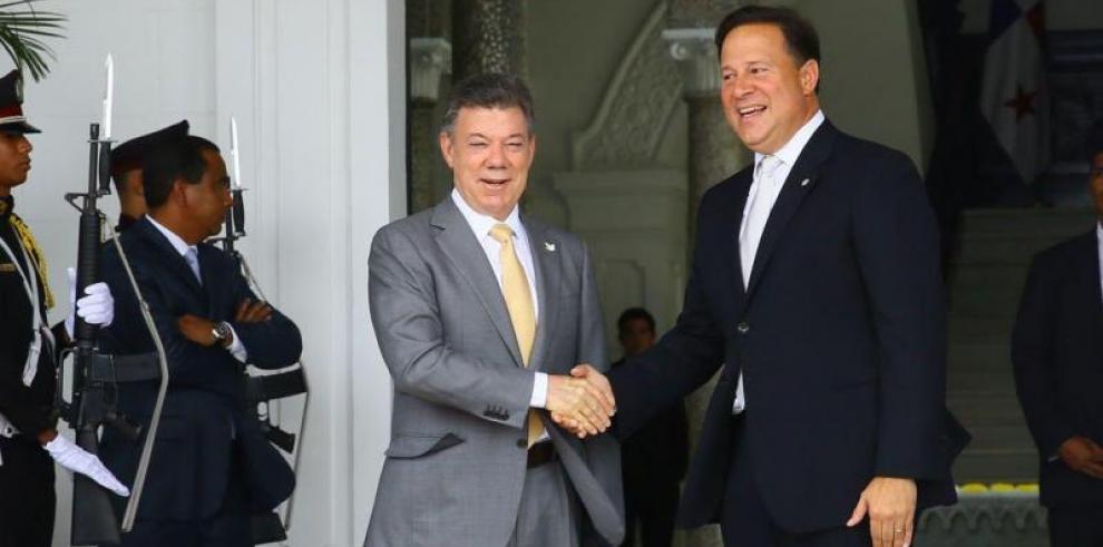 Varela confirma asistencia en investidura de Juan Manuel Santos