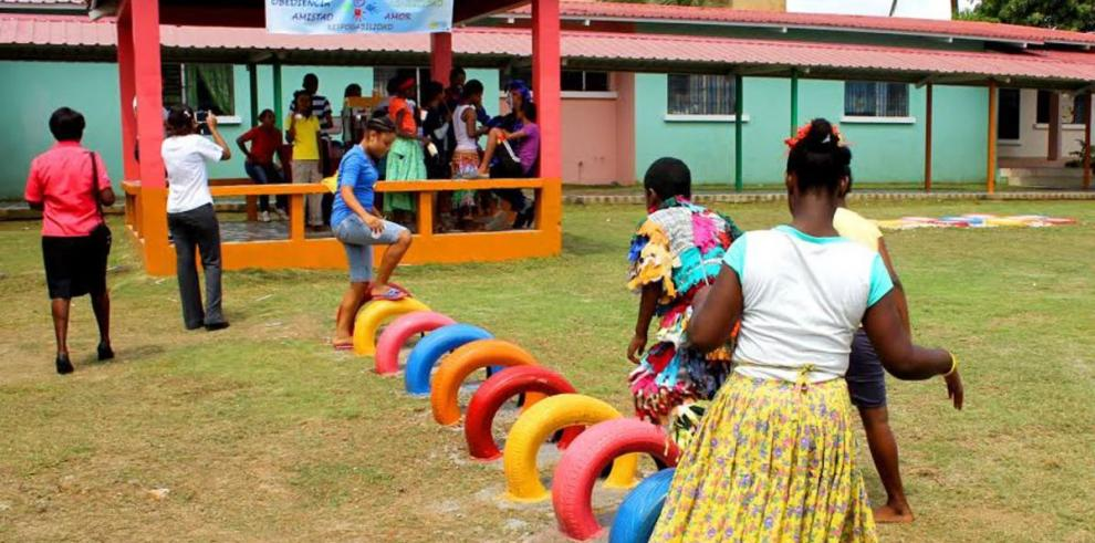 Bridgestone adecúa parque infantil en Colón