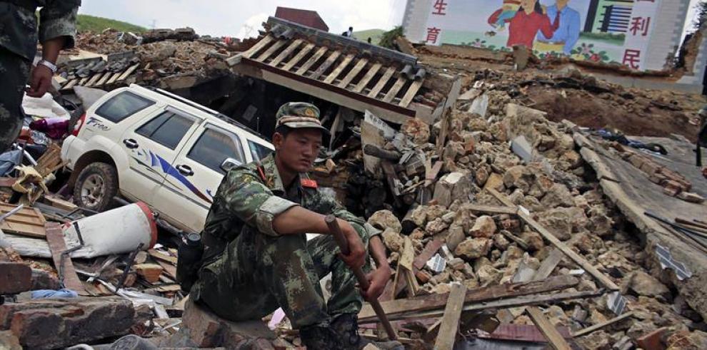 La lluvia complica las tareas de rescate por seísmo en China