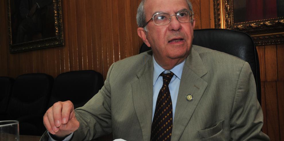 El rector justifica las medidas de seguridad
