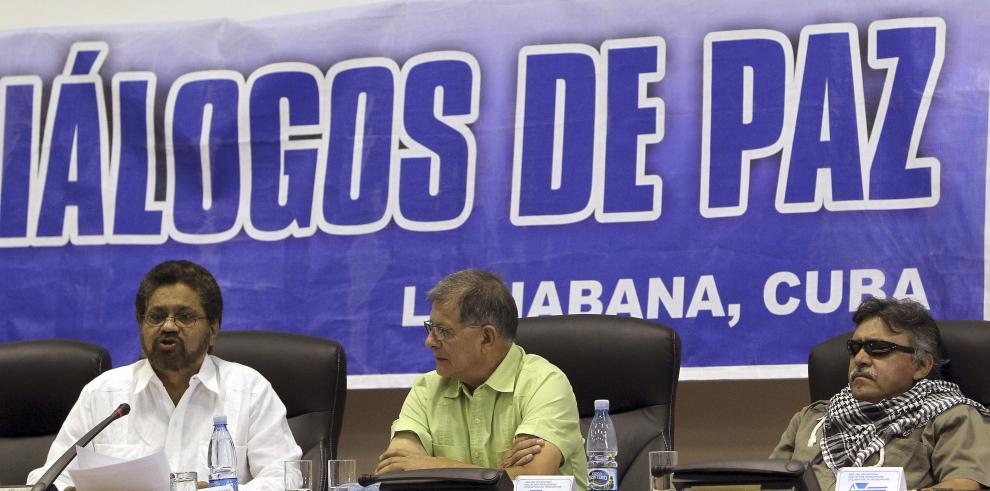 Políticos colombianos elogian anuncio sobre víctimas en diálogos de paz