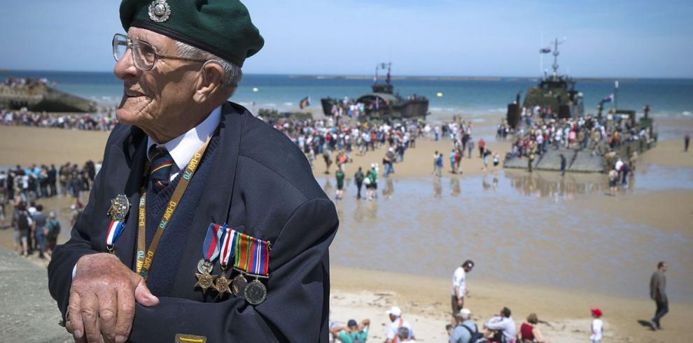 Veteranos y líderes mundiales celebran 70 años del 'Día D'