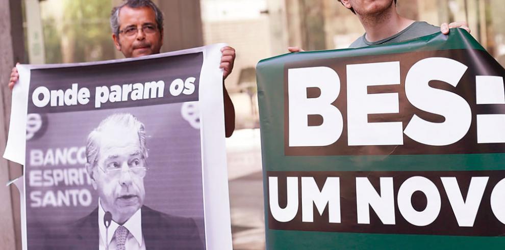 Portugueses piden enjuiciar a los ejecutivos del BES