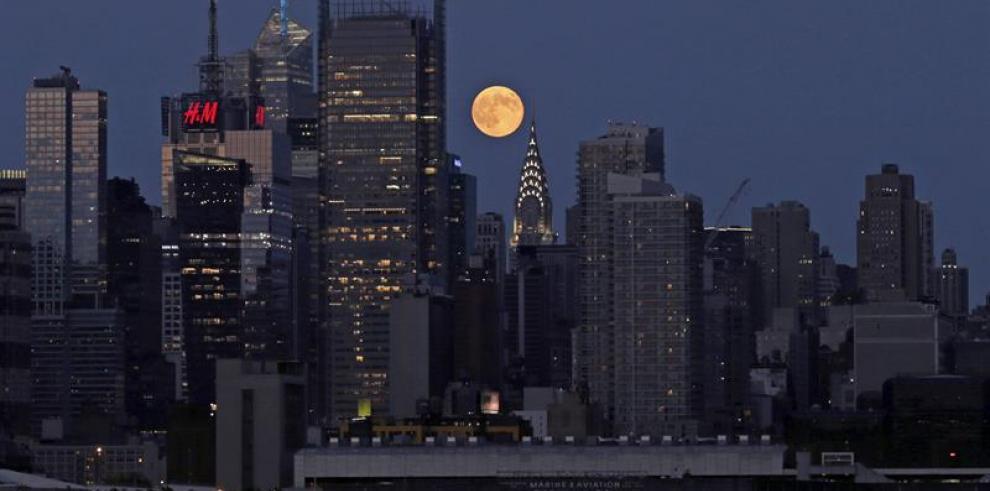 Vista de la Superluna en diferentes partes del mundo