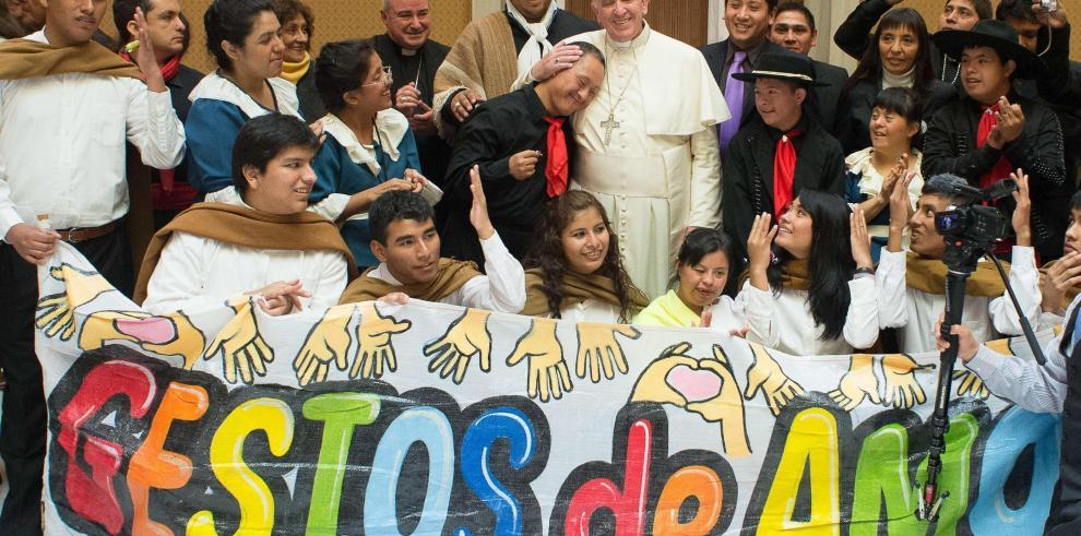 Un tango gigante en el Vaticano para el cumpleaños del papa Francisco