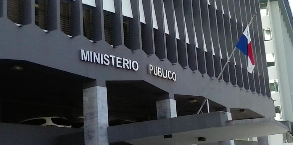 Casa por cárcel e impedimento de salida del país contra Rubén De Ycaza
