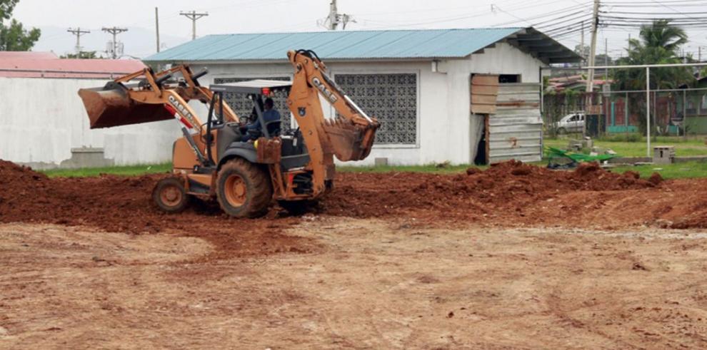 Alcaldía rellena excavación para piscina