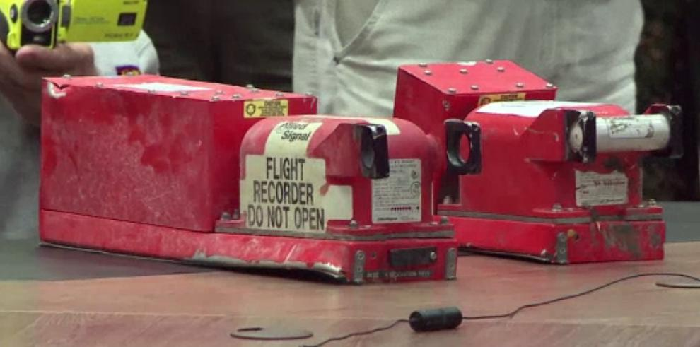 Cajas negras del vuelo MH17 fueron entregadas a investigadores holandeses
