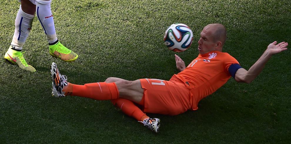 Robben aclara que se tiró, pero en otra jugada en el primer tiempo
