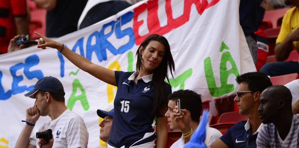 Francia clasifica a cuartos de final tras vencer 2-0 a Nigeria
