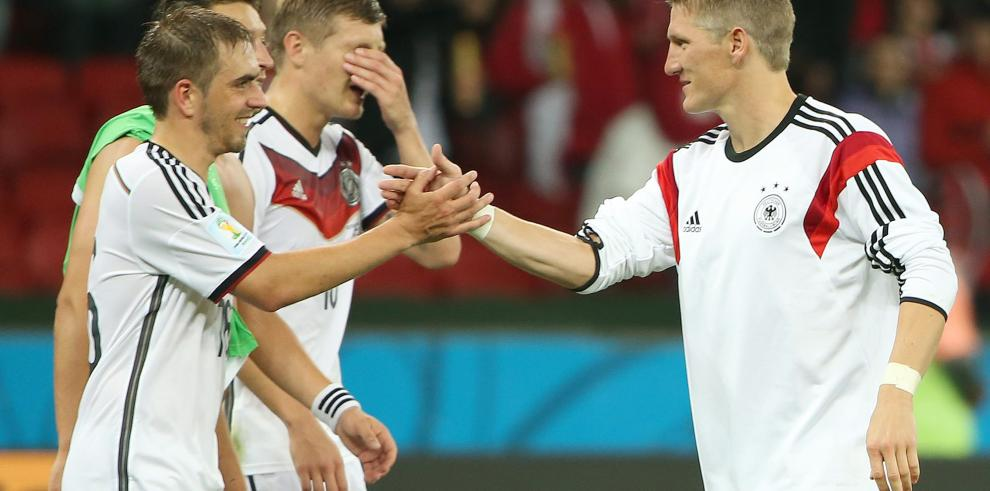 Alemania derrota a Argelia y avanza a cuartos