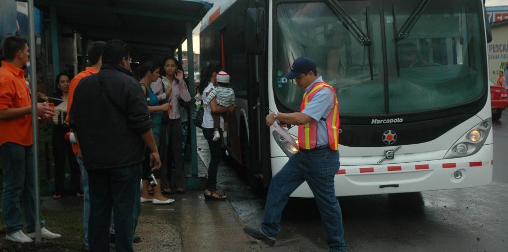 Metrobús anuncian desvíos este martes. El Metro tendrá horario especial