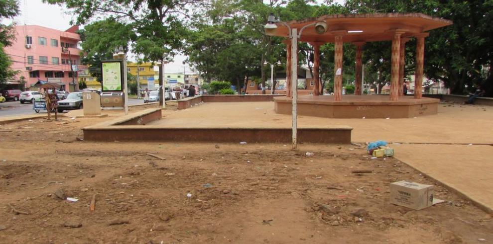 Jumbo ferias deterioran parque