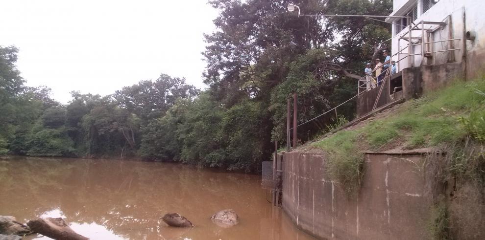 Ministerio de Salud prohíbe consumo de agua del río La Villa