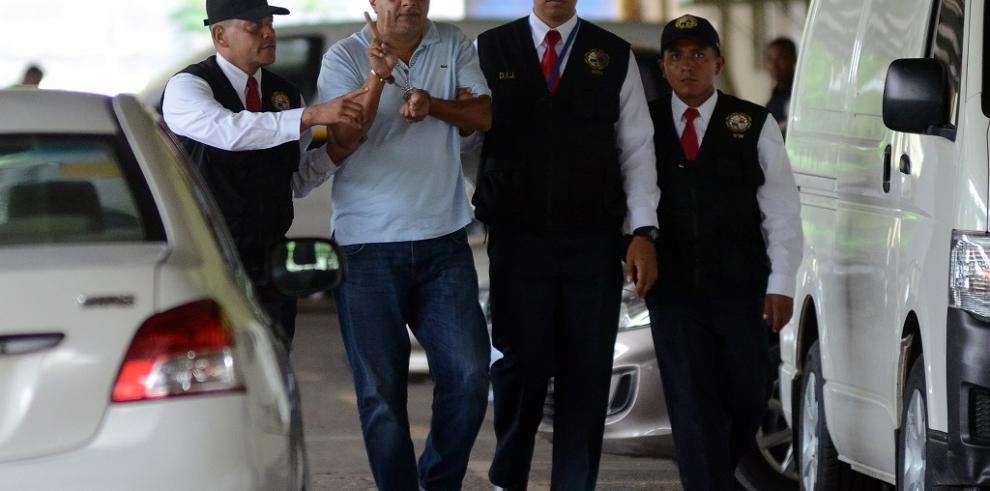 Fiscal de Ecuador tilda de
