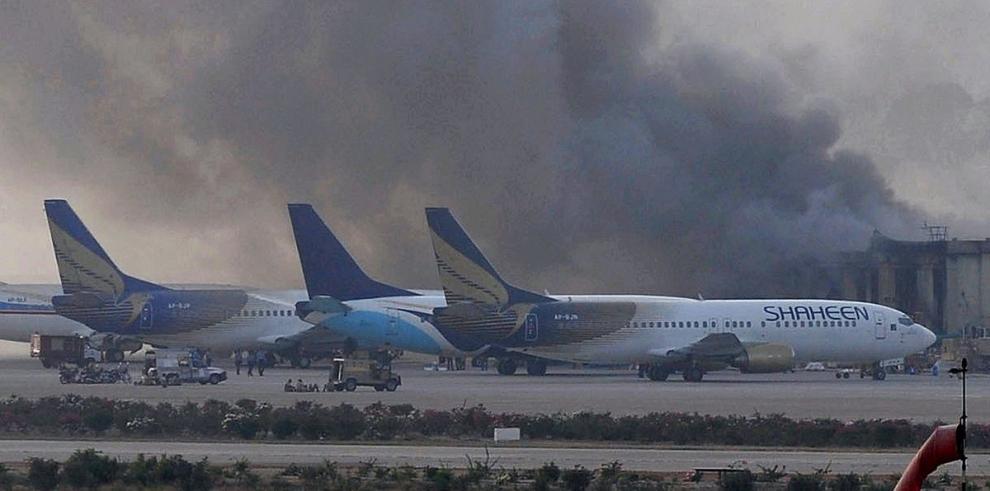 Talibanes reivindican atentado contra el aeropuerto de Karachi