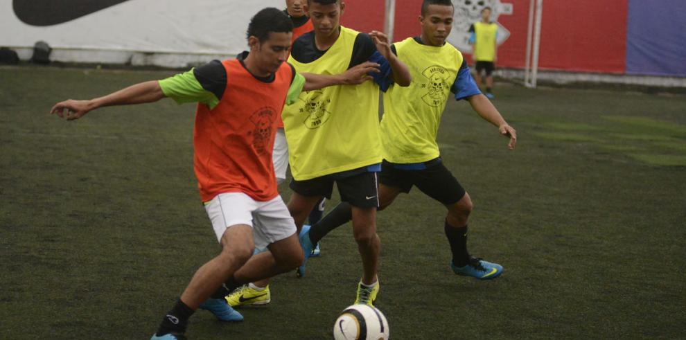 'Arriesga todo', fútbol al estilo del barrio