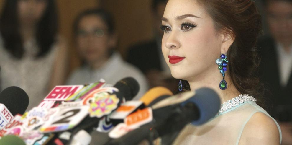 Miss Tailandia renuncia a la corona por un escándalo político