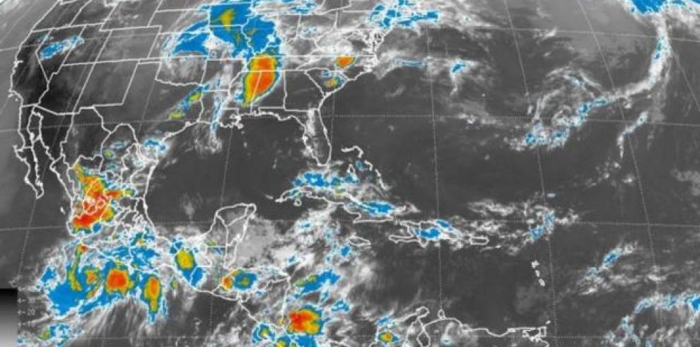 Tormenta Cristina avanza lentamente a costa del Pacífico mexicano