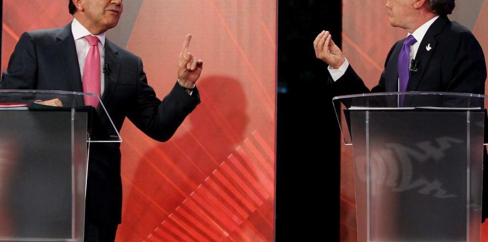 Candidatos presidenciales en Colombia se 'muestran los dientes'