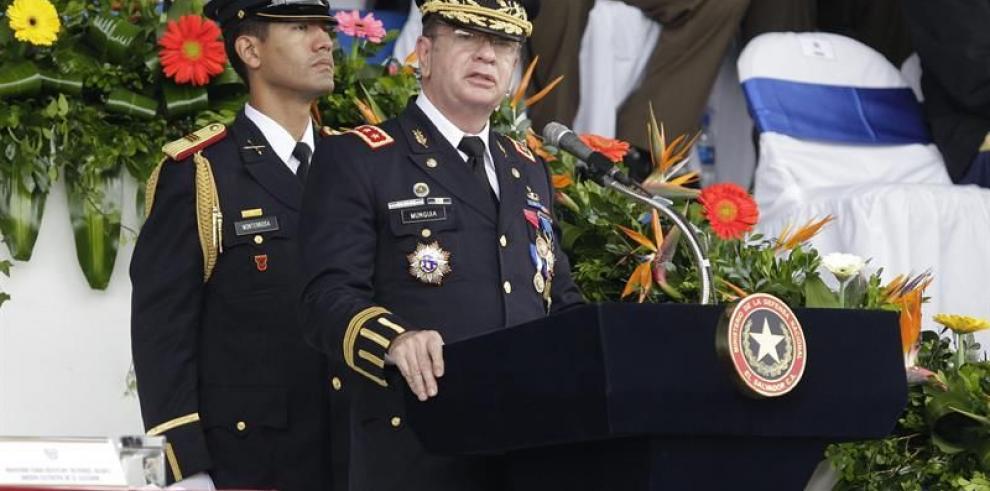 Fiscalía salvadoreña investiga al ministro de Defensa