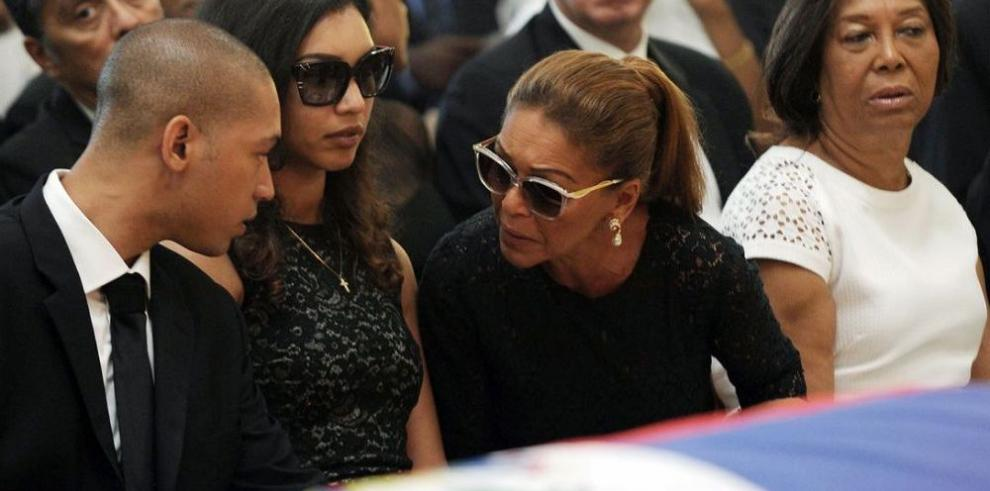 Haitianos dan el último adiós a Duvalier