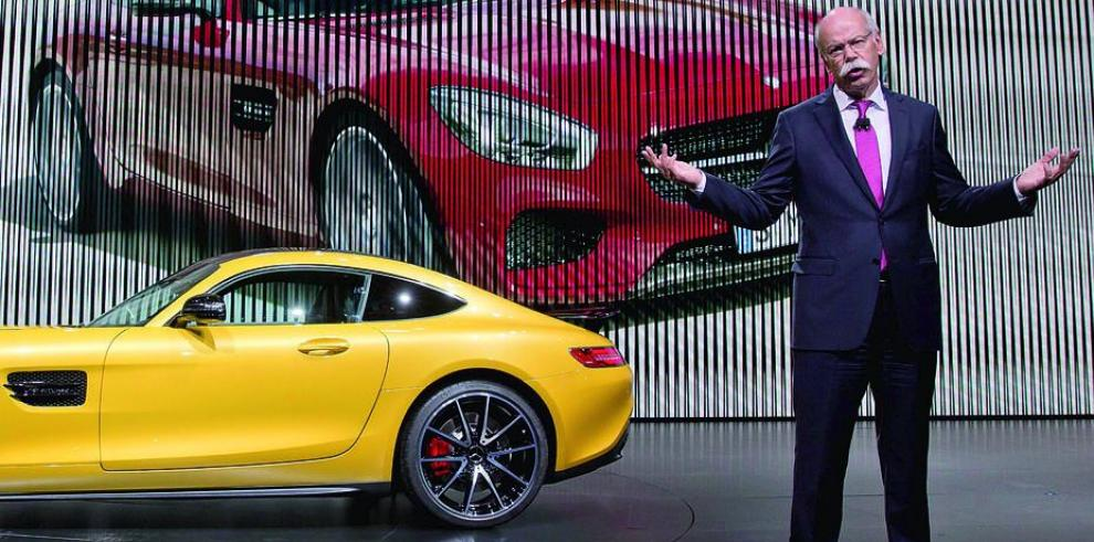 Mercedes Benz paraliza producción de equipo pesado