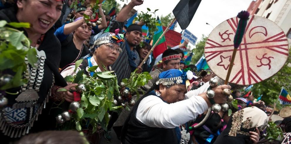Etnia Mapuche marcha en rechazo a políticas de Estado en Chile