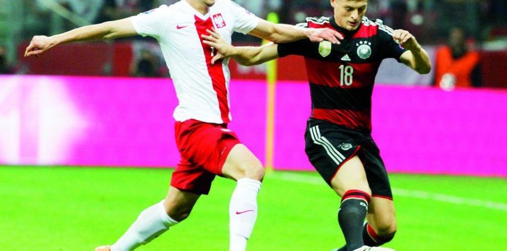 Polonia termina con buena racha de los campeones